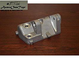 Кронштейн генератора нижний ВАЗ 2110 8V (8 клапанный),произ-во Авто ВАЗ, кат.код. 2110-3701652