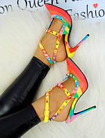 Цветные женские туфли с шипами