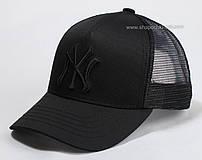Черная бейсболка с сеткой и вышивкой NY