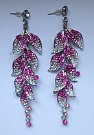 """Вечерние длинные серьги """"Листья"""" с бело-розовыми камнями"""