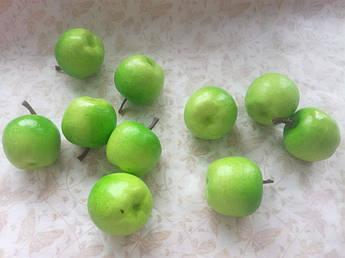 Яблоко зеленое, 4 см.