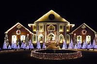 Украшение загородных домов на новый год, иллюминация фасада, елки, территории