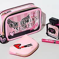 Трио косметичек от Victoria's Secret с брендовым лого и полосами