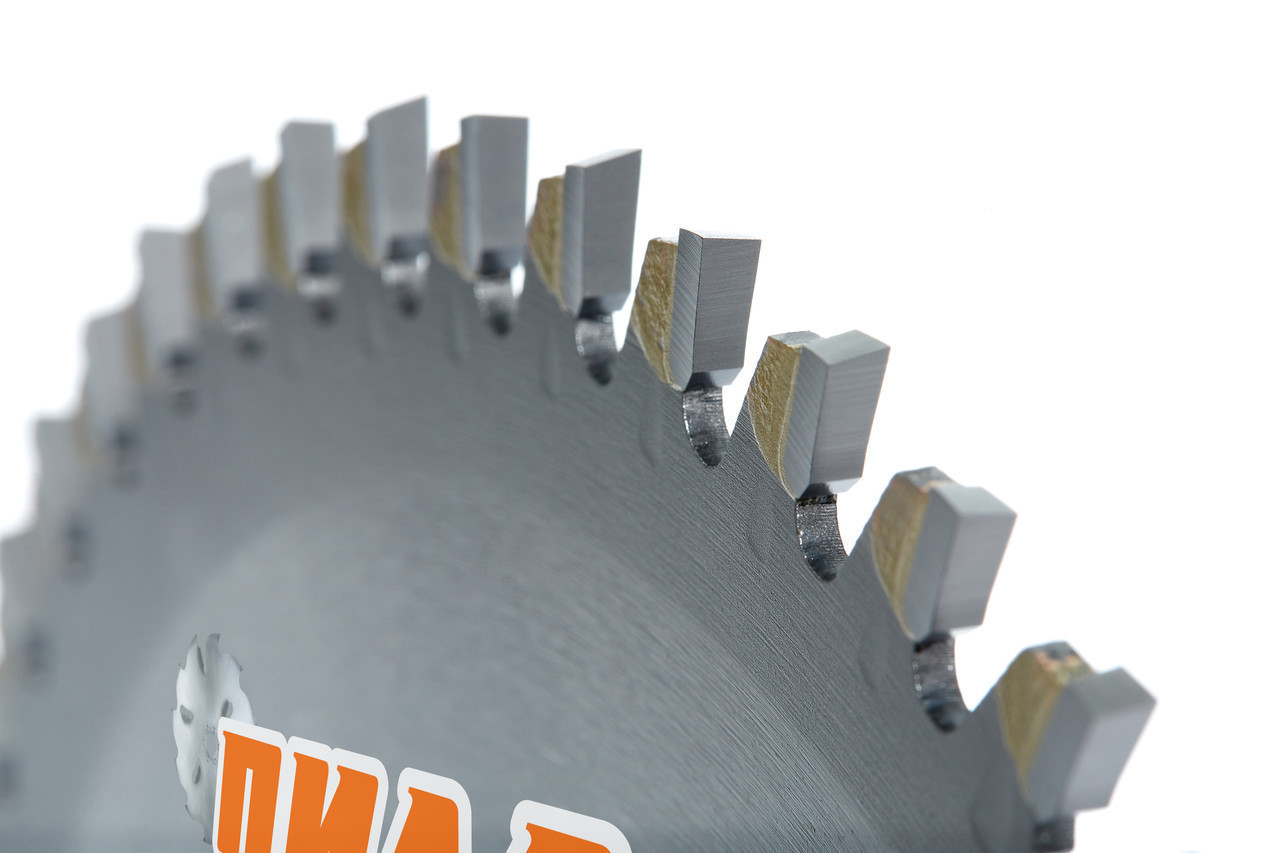 Диск пильний по дереву для поперечного пиляння з твердосплавними напайками 230(250)*30-50*2,0/3,2 на 72 зуба