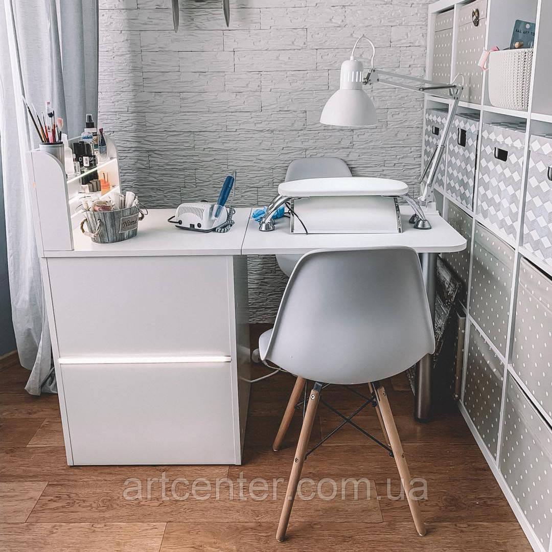 Складной маникюрный стол с полочками для лаков