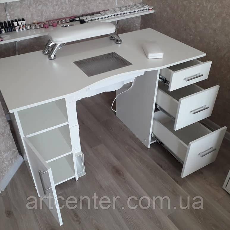 Функциональный стол для маникюра с закрытыми полочками и ящиками