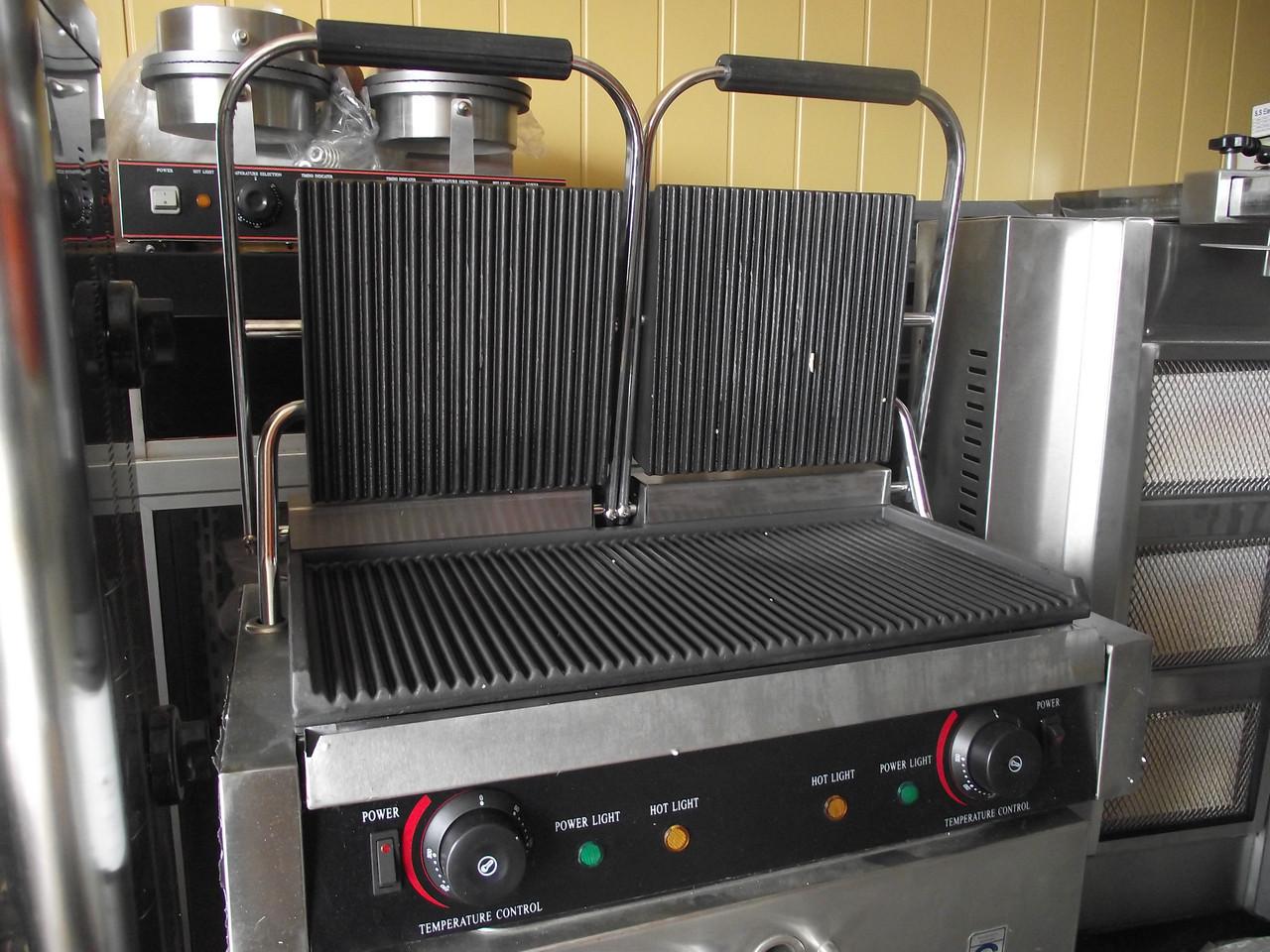 Гриль тостер (Гриль прижимной) гриль тостер VEKTOR EG-813 ( ребро/ребро)