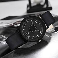 Необычные черные часы с оригинальным циферблатом