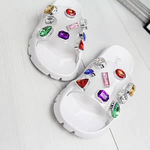 Силиконовые белые женские шлепанцы с камнями 74K544