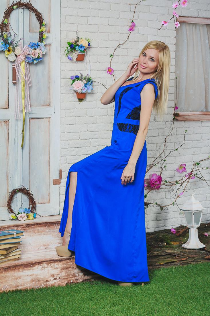 Летний сарафан длинный с гипюром синее