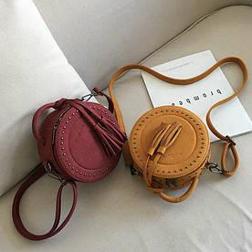 Круглая сумочка с заклепками