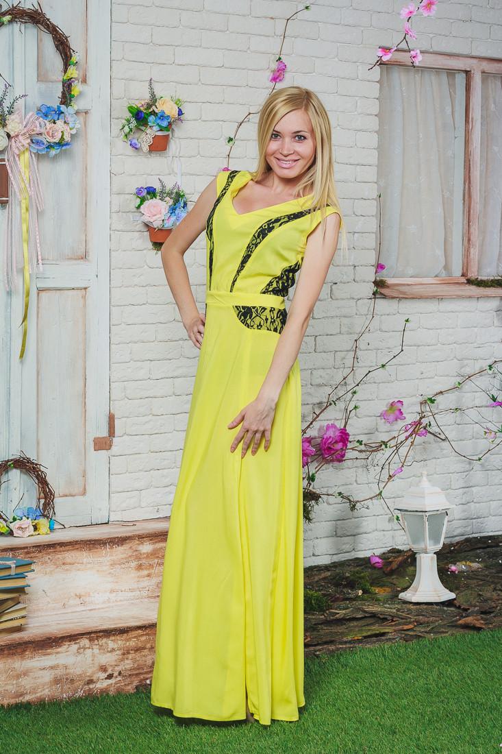 Летний сарафан длинный с гипюром желтый