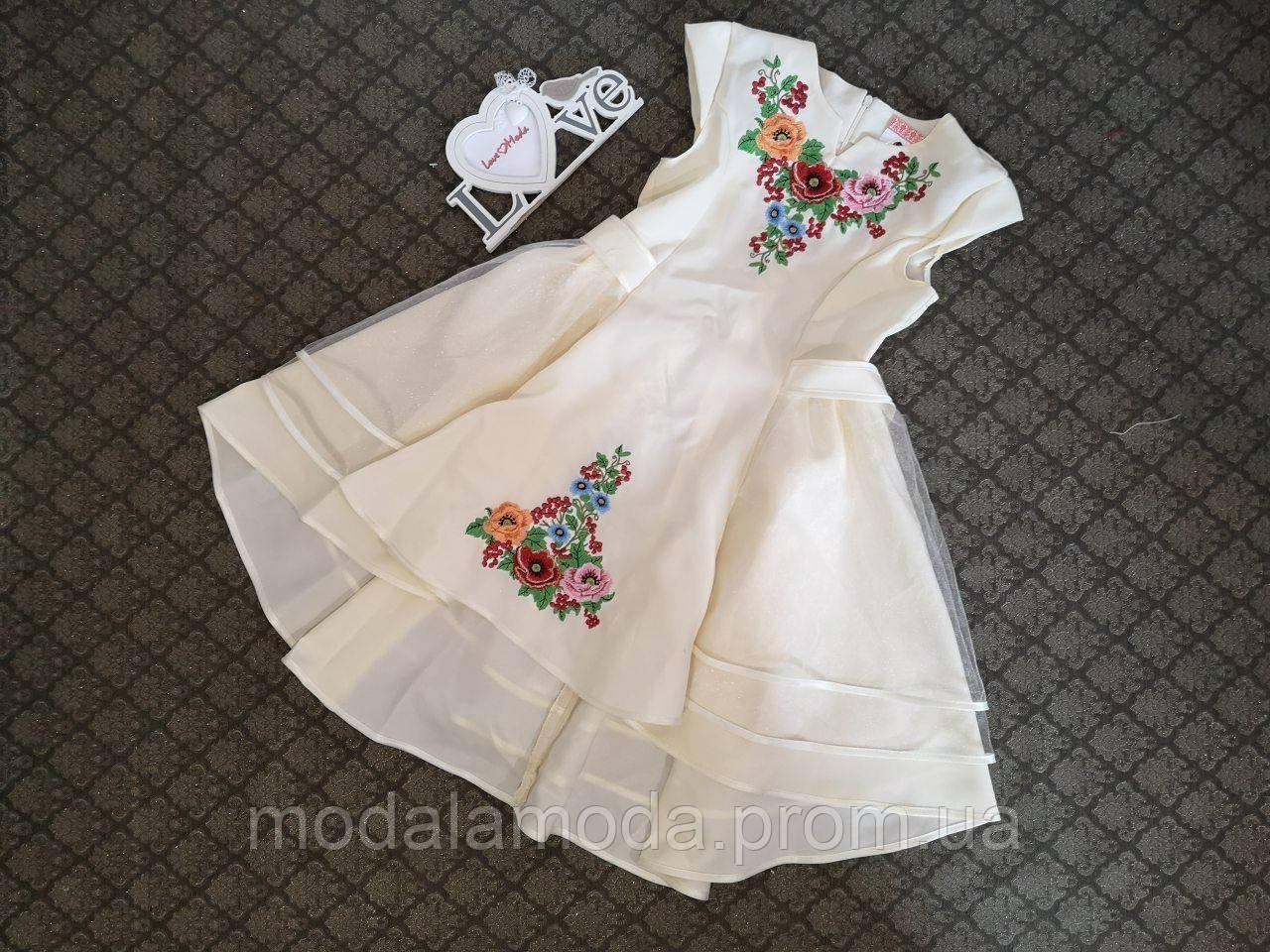 Платье вышитое для подростка с красивыми цветами и пышной юбкой