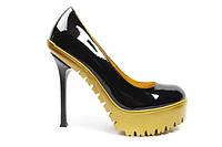 Женские лаковые туфли на шпильке Yves Saint Laurent черные