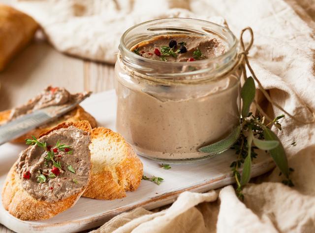 Тушенка, мясные консервы, паштеты
