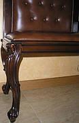 В стиле барокко диваны, пуфы, столы журнальные,кресла.