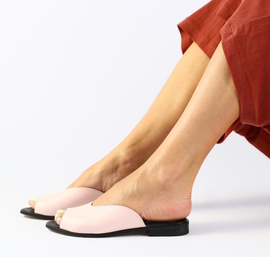 c50506696 Модные женские кожаные шлепанцы шлепки сабо на низком ходу на квадратном  каблуке пудра SE66FN07-2IR