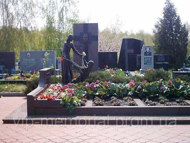 Скульптура на кладбище С-166
