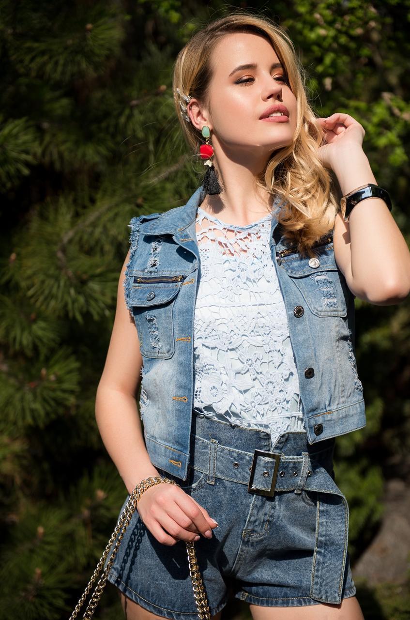 Женский джинсовый жилет с декором жемчуг на пуговицах 1499 tezbl1441
