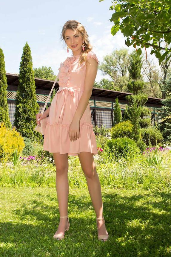 Летнее бежевое платье короткое приталенное с рюшами, фото 2