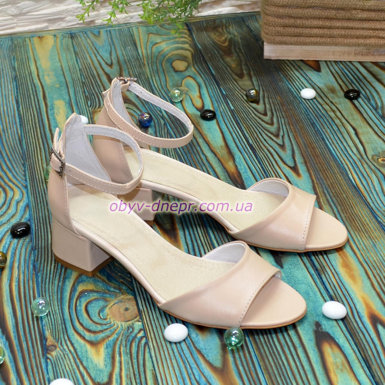 Босоножки женские кожаные на невысоком каблуке, цвет бежевый