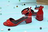 Босоножки женские лаковые на невысоком каблуке, цвет красный, фото 2