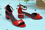Босоножки женские лаковые на невысоком каблуке, цвет красный, фото 3