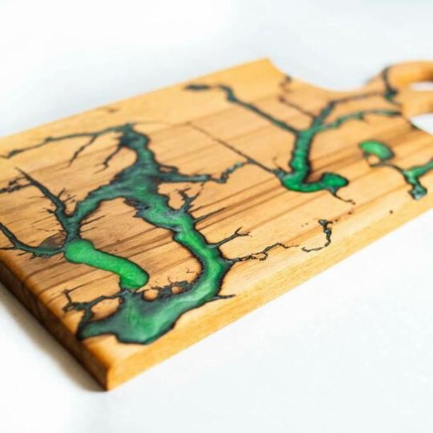 Дощечка дерев'яна  для подачі страв, кухонна дощечка з епоксидною смолою