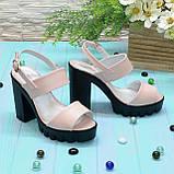 Женские кожаные босоножки на высокой устойчивом каблуке. Цвет пудра, фото 3