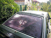 Наклейки на перфорированной пленке на заднее стекло машины. Наклейка на авто волк