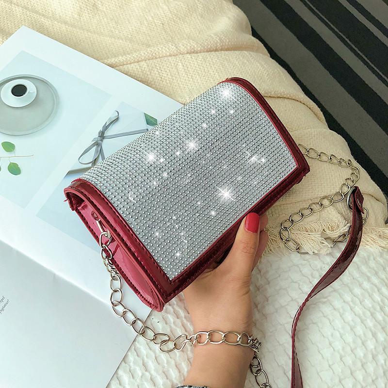 Красная лаковая женская сумка