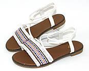 Босоножки,сандалии на плоской подошве женские, белого цвета с орнаментом