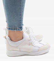 Легкие женские кроссовки в белом цвете