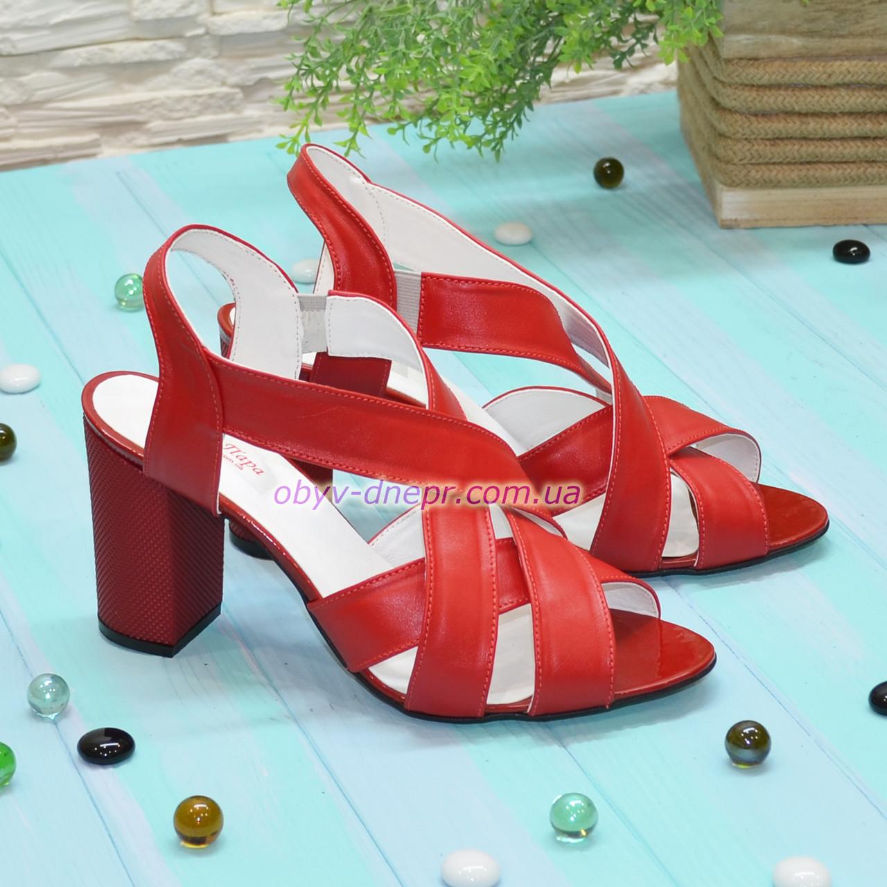 Босоножки женские кожаные на высоком каблуке, цвет красный