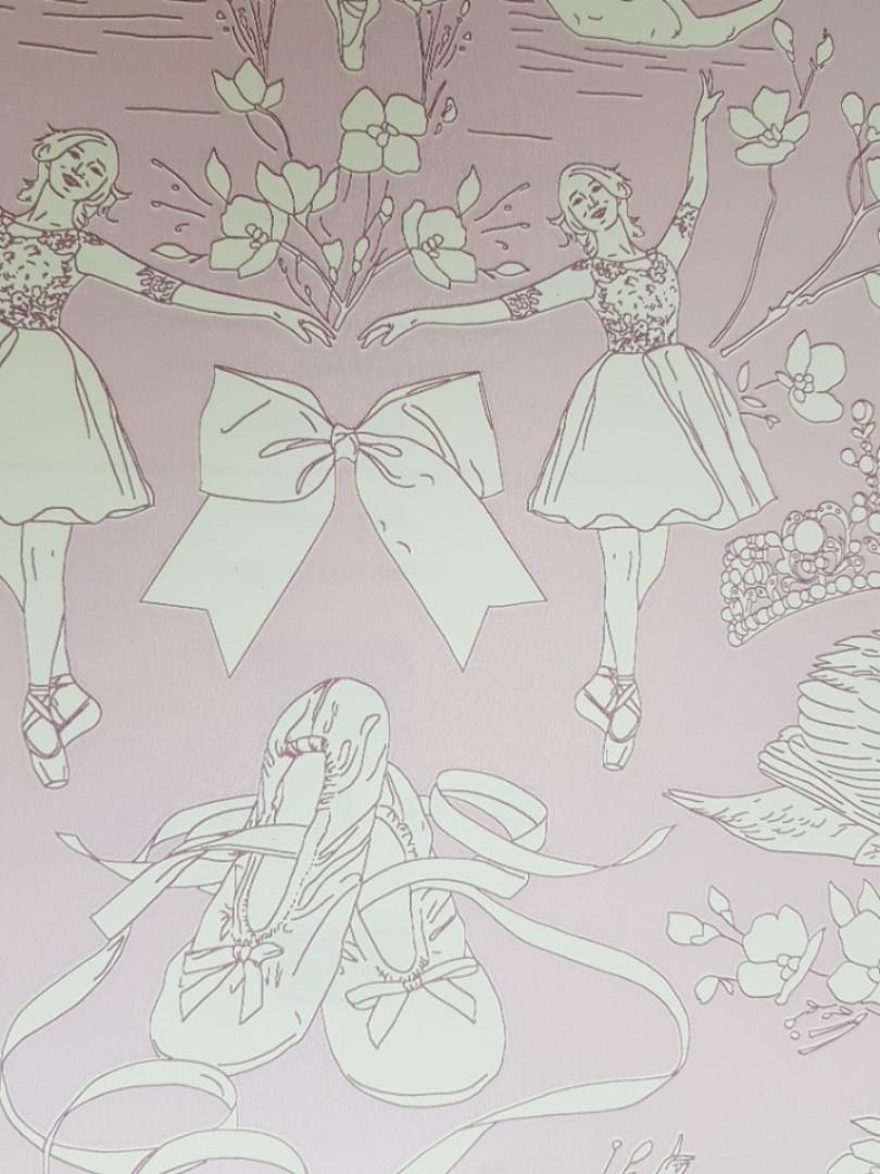 Обои бумажные YORK  KI0502 A Perfect World детские молодежные балерины короны цветы сердечки сиреневые