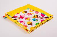 Плед детский плюшевый BabySoon 78х85см Разноцветные сладости, фото 1