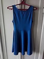 Синє плаття з вирізом
