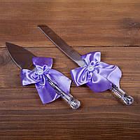 Свадебные приборы для торта с сиреневыми бантами (арт. CAD-007)