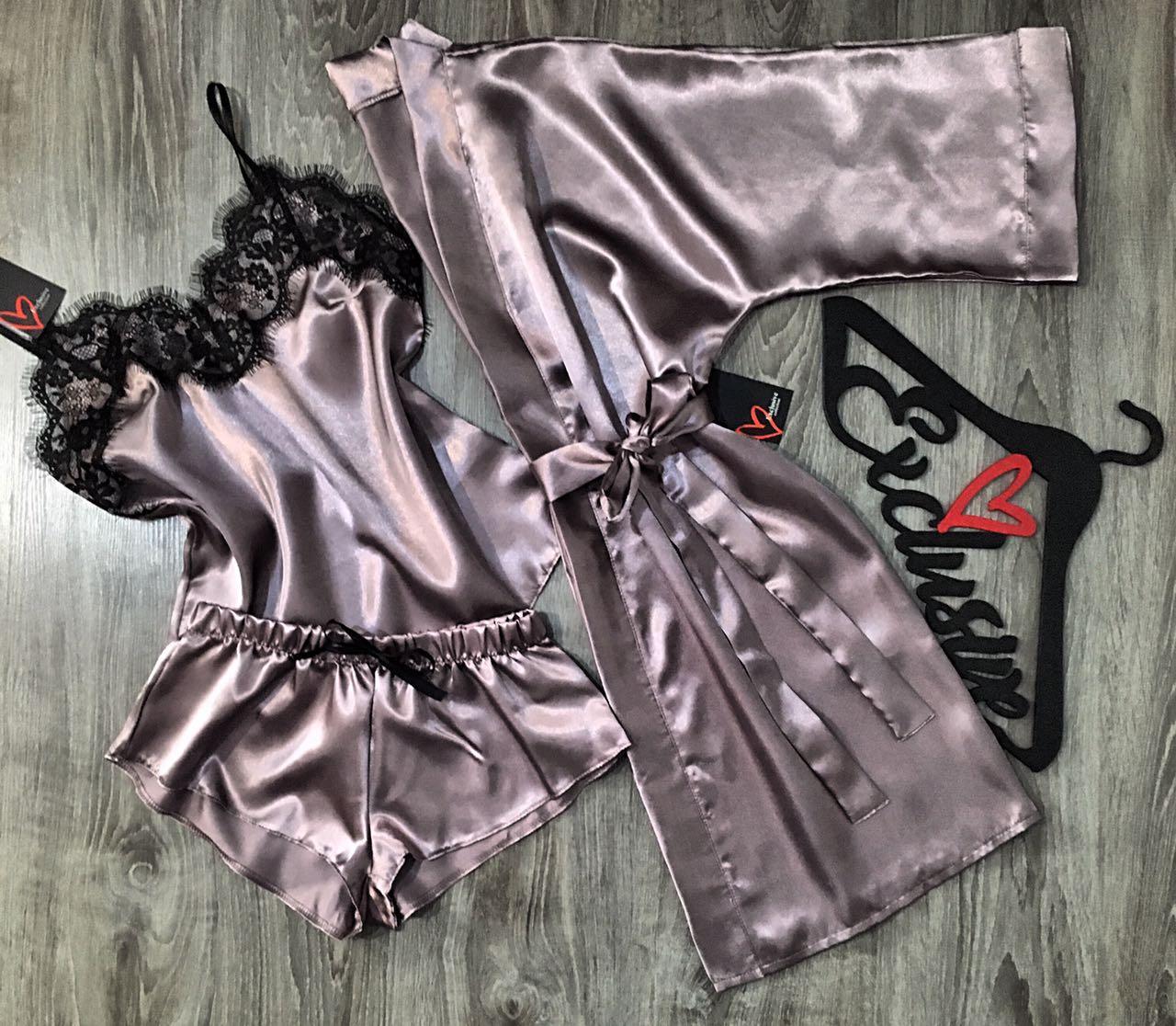 Халат и пижама-комплект домашней одежды.