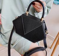 Нестандартная черная маленькая сумка