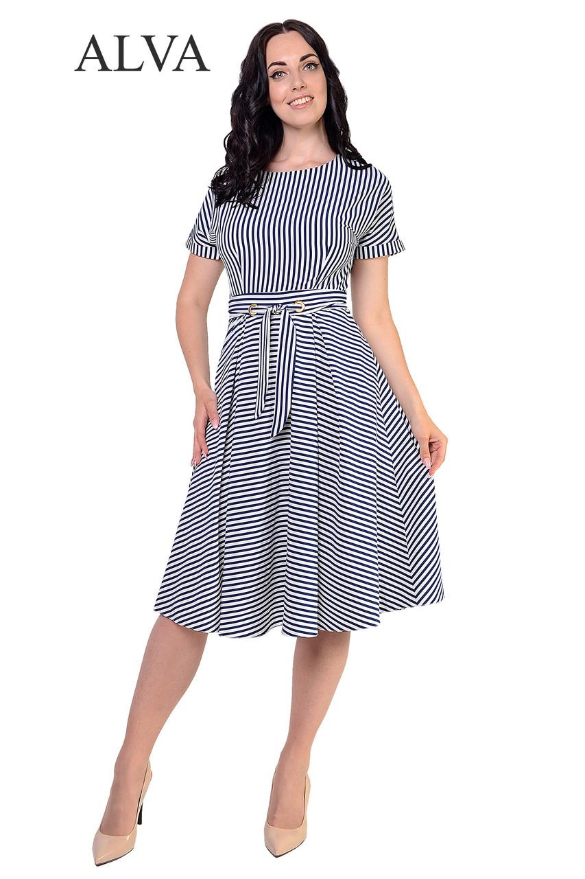 Легкое платье в полоску с пояском.