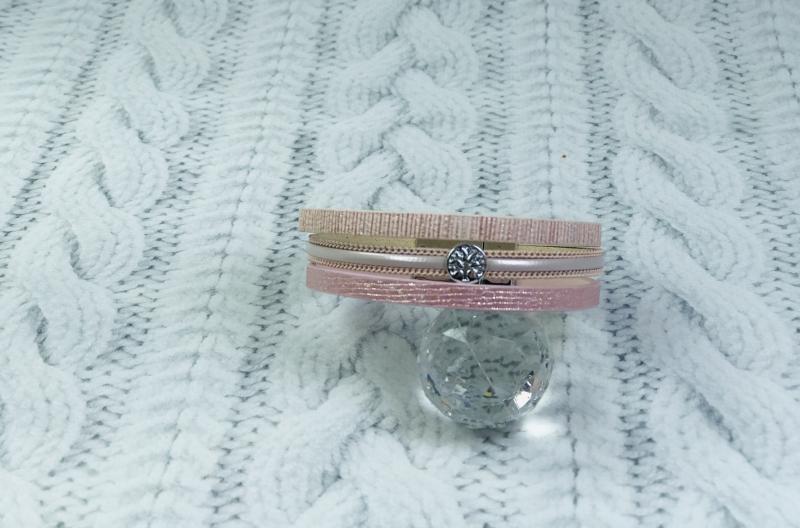 Браслет пудро-розовый с манеткой на магните