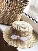 Соломенная шляпа канотье с белой лентой