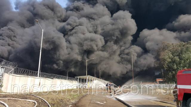 Пожар на нефтебазе под Киевом грозит экокатастрофой