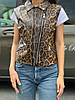 Жіноча стильна жилетка безрукавка косуха з штучної шкіри на блискавці з тваринами принтами, норма і батал, фото 5