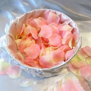 Штучні пелюстки троянд