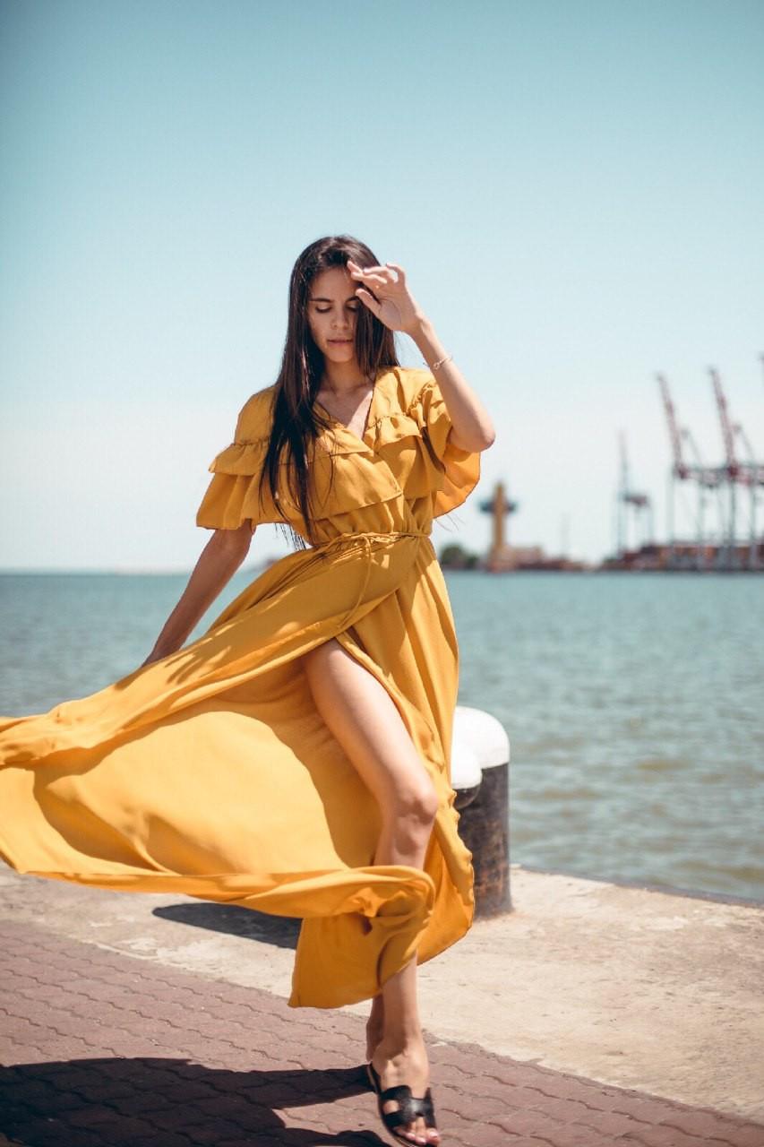 Длинное шифоновое платье с воланами
