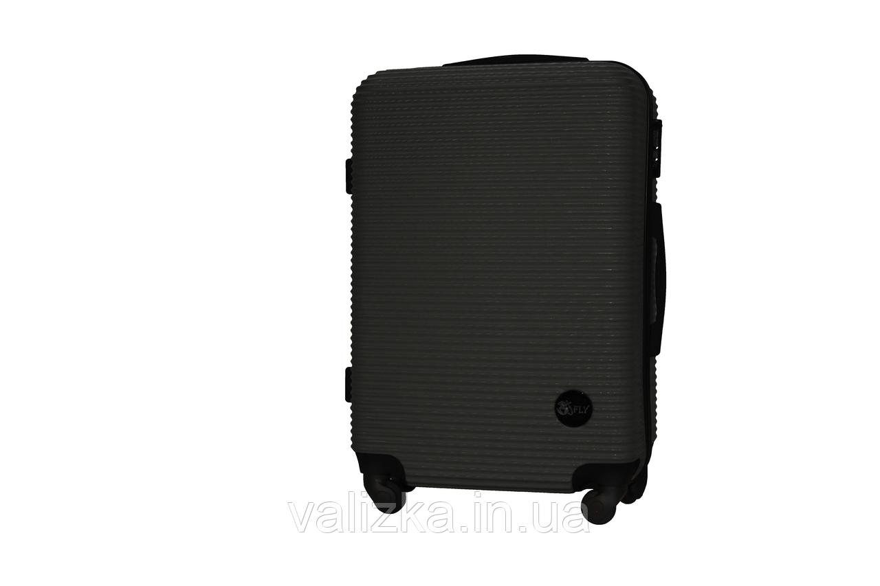 Средний пластиковый чемодан на 4-х колесах черный Fly