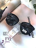 Солнцезащитные очки в ободковой оправе  темными стеклами