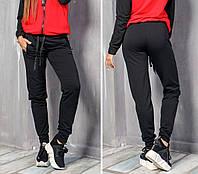 Спортивные брюки черного цвета с карманами и перестрочками на коленях
